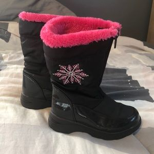 Girls size 11 snow boots
